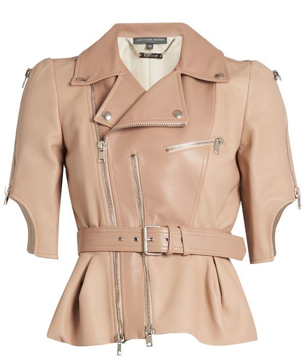 светло-бежевая кожаная куртка с короткими рукавами