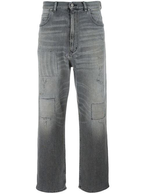 серые короткие джинсы бойфренды