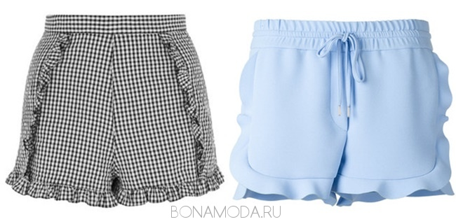 клетчатые и голубые шорты с воланами