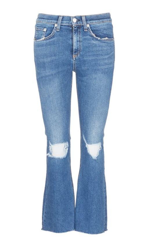 рваные на коленях джинсы клеш