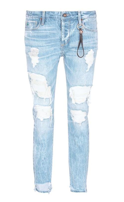 укороченные рваные голубые джинсы