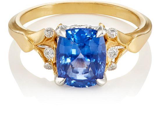 помолвочное кольцо из желтого золота с синим сапфиром и бриллиантами