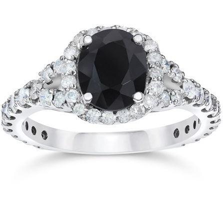 помолвочное кольцо из белого золота с черным сапфиром
