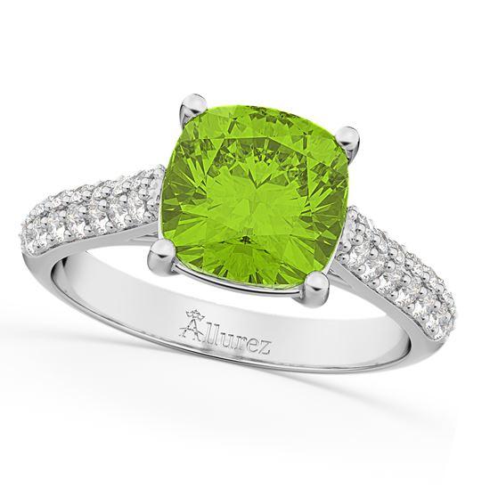 помолвочное кольцо из белого золота с зеленым перидотом и бриллиантами
