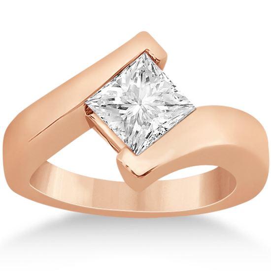 помолвочное кольцо из розового золота с крупным бриллиантом