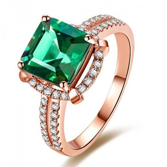 помолвочное кольцо из розового золота с изумрудом