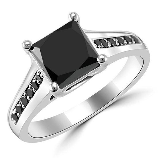 помолвочное кольцо из белого золота с черным бриллиантом