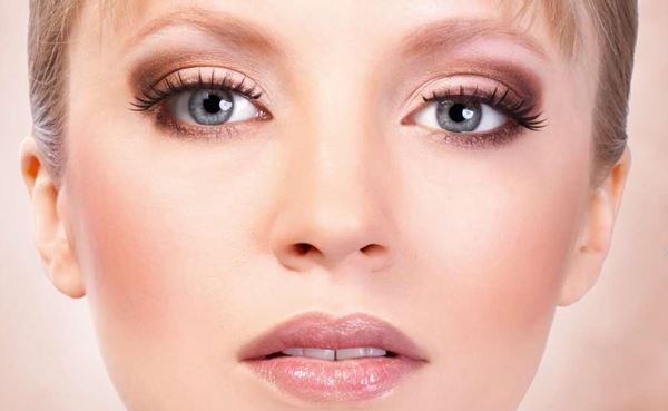 Цвета теней для серых глаз: золотисто-розовые с лёгким перламутром