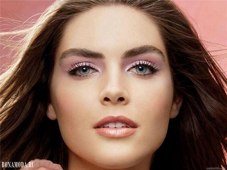 Цвета теней для голубых глаз: макияж Хилари Рода