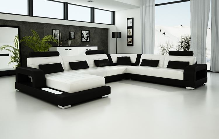 Белый диван в интерьере: большой угловой черно-белый диван в серо-белой гостиной