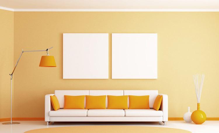Бежевый диван в интерьере: светлый оранжевый и белый минималистичный дизайн