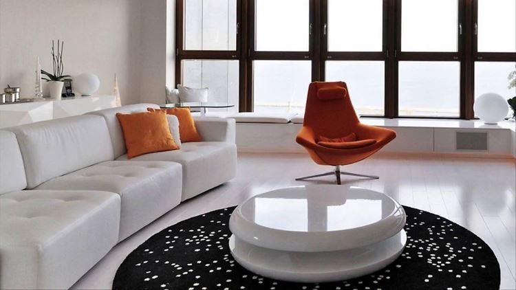 Бежевый диван в интерьере: светлая гостиная с оранжевыми и чёрными акцентами