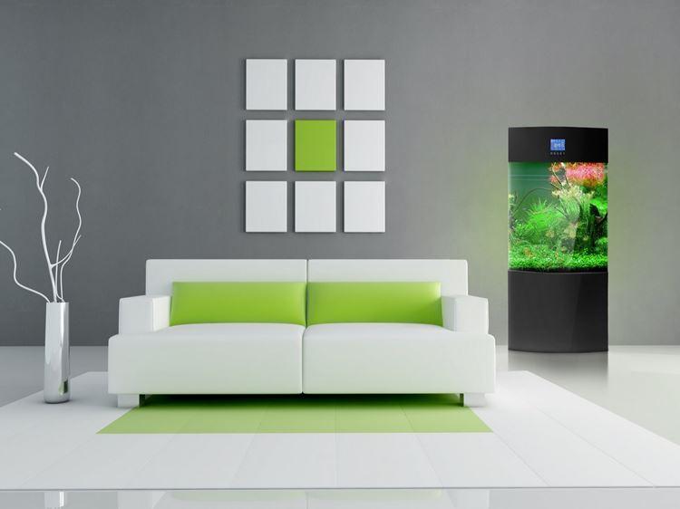 Белый диван в интерьере: минималистичный дизайн с салатовыми подушками в комнате с серыми стенами