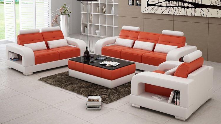 Белый диван в интерьере: бело-оранжевая мягкая мебель из эко-кожи в светло-бежевой гостиной