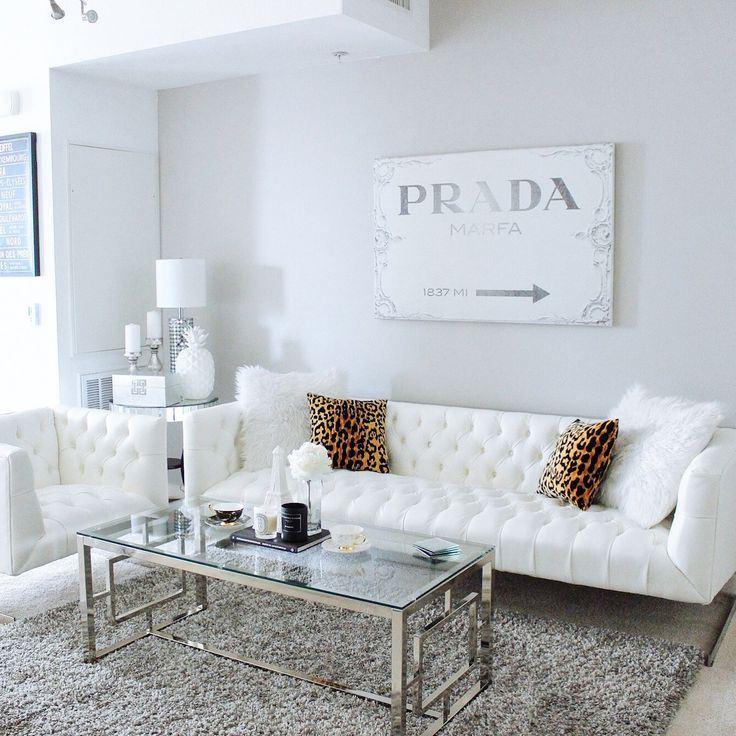 Белый диван в интерьере: белоснежная гостиная в скандинавском стиле