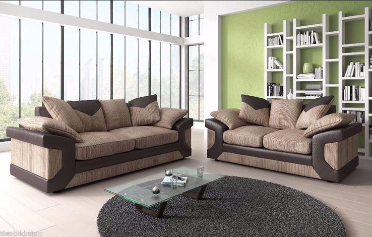Бежевый диван в интерьере: кожаная отделка, яблочно-зеленые стены, серый круглый коврик