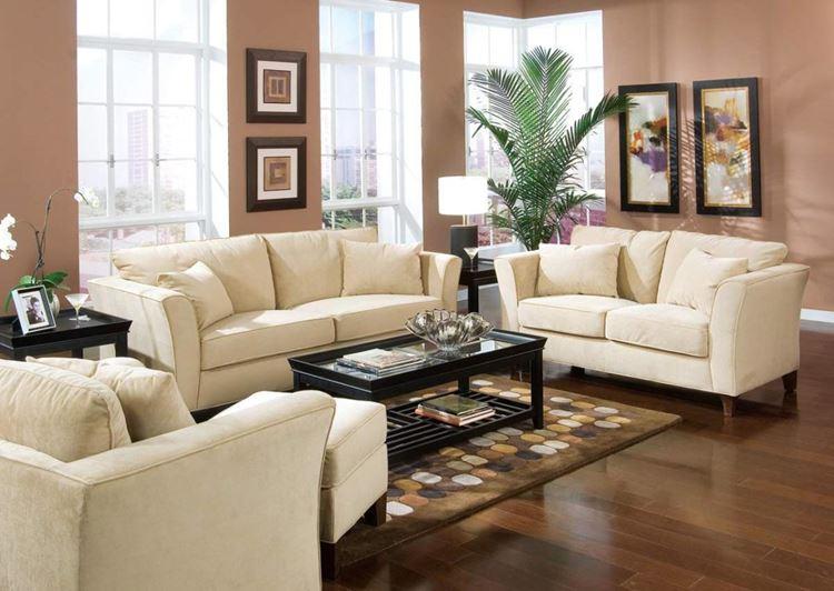Бежевый диван в интерьере: кофейно-бежевые стены, деревянный пол