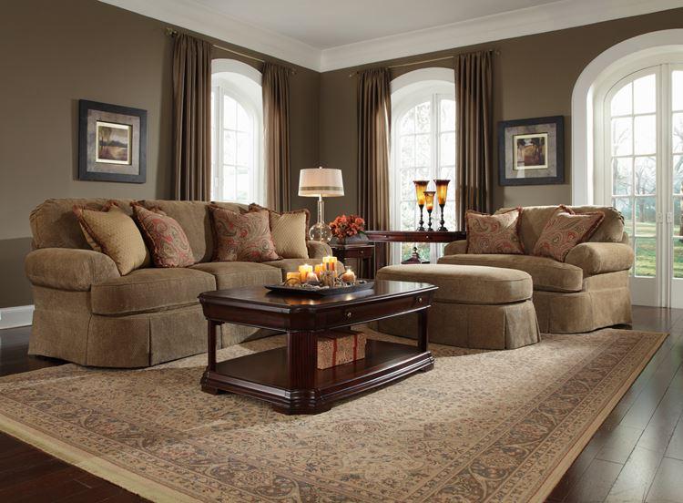 Бежевый диван в интерьере: уютная гостиная в теплых тонах с вельветовой мебелью