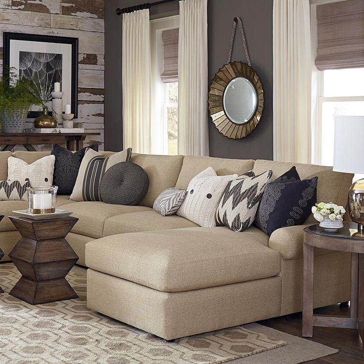 Бежевый диван в интерьере: угловой с подушками