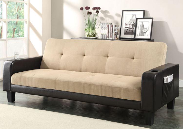 Бежевый диван в интерьере: с черными подлокотниками замшевый