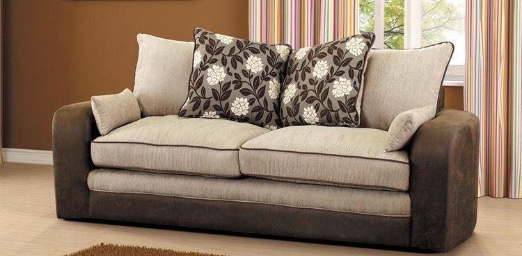 Бежевый диван в интерьере: двухцветный из замши с подушками
