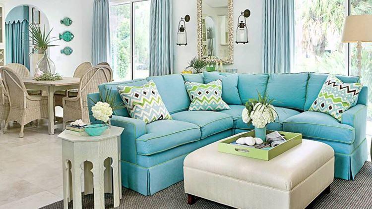 Бирюзовый диван в интерьере: угловой диван оттенка аквамарин в гостиной с бежево-голубыми оттенками