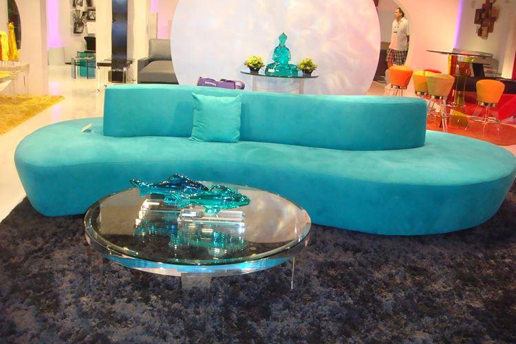 Бирюзовый диван в интерьере: футуристический диван оттенка аквамарин