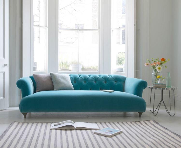 Бирюзовый диван в интерьере: диван в стиле барокко оттенка аквамарин в светло-серой комнате