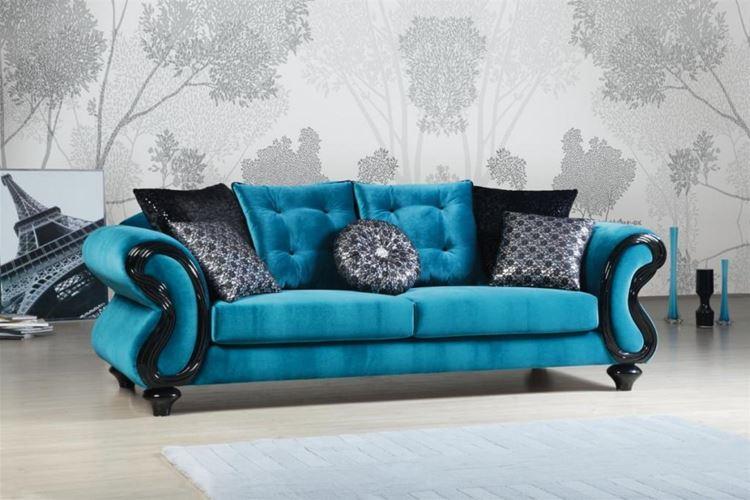 Бирюзовый диван в интерьере: сине-голубой бархатный с серебристыми и чёрными подушками