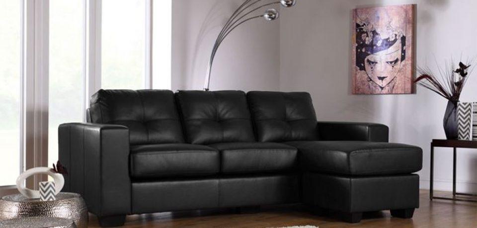 Чёрный диван в интерьере: сдержанная роскошь гостиной