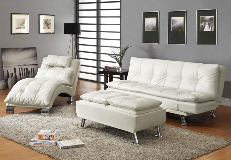 Белый диван в интерьере: гостиная с белой кожаной мебелью, серыми стенами и бежевым ковром