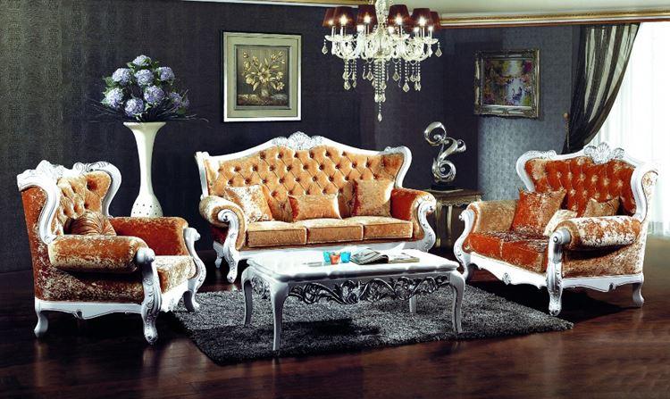 Оранжевый диван в интерьере: гостиная в стиле барокко с бархатной мебелью