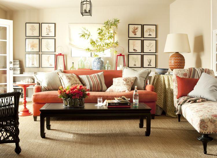 Оранжевый диван в интерьере: гостиная в средиземноморском стиле
