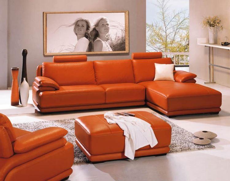 Оранжевый диван в интерьере: угловой кожаный диван оранжевого цвета в пастельной гостиной