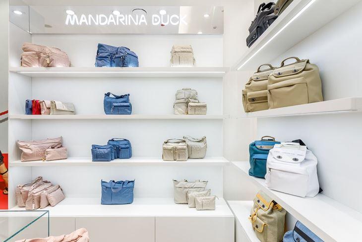 Бутик Mandarina Duck в Москве - пастельные сумки