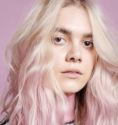 окрашивание Джоша Вуда - блондинка со светло-розовым омбре