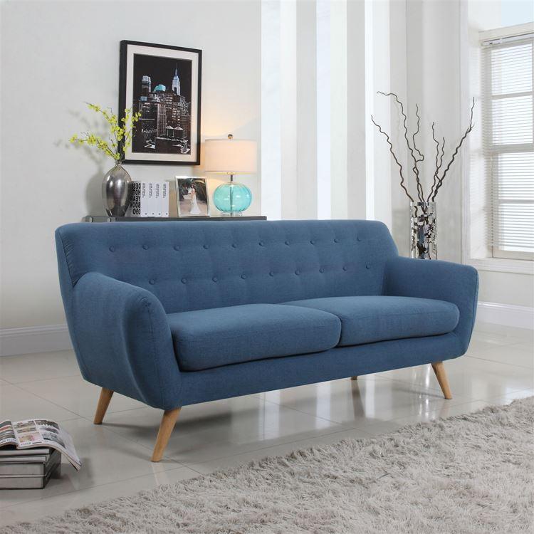 приглушенный синий диван на деревянных ножках