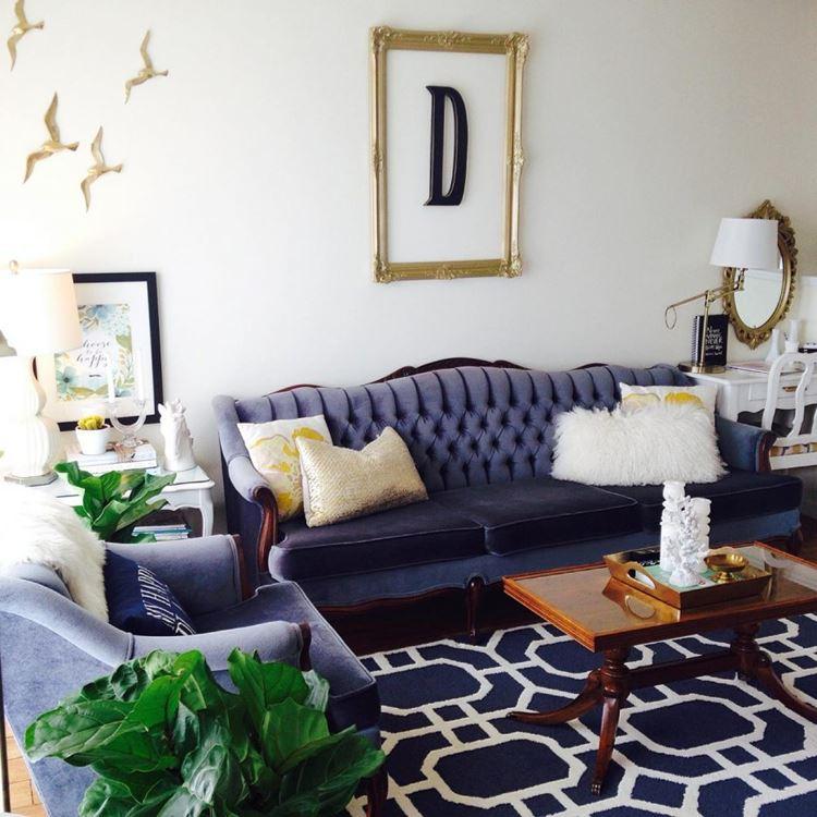 Интерьер с синим диванами