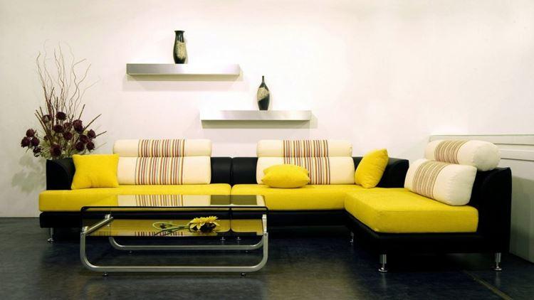 Жёлтый диван в интерьере: угловой жёлто-чёрный диван с подушками
