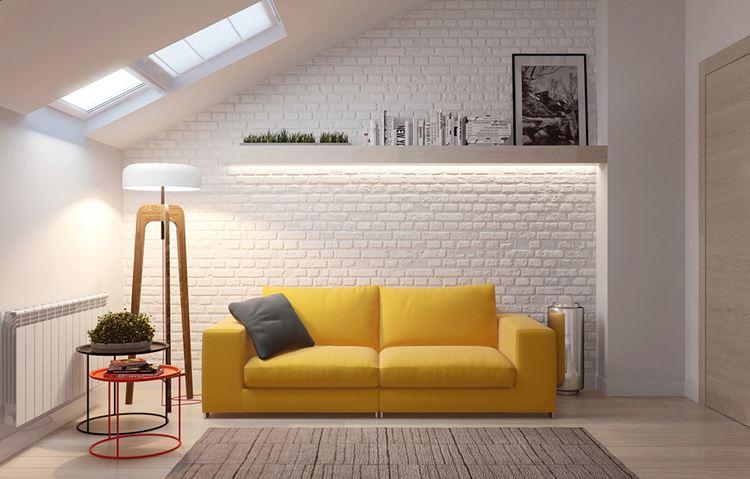 Жёлтый диван в интерьере: белая комната с двухместным жёлтым диваном с серой подушкой