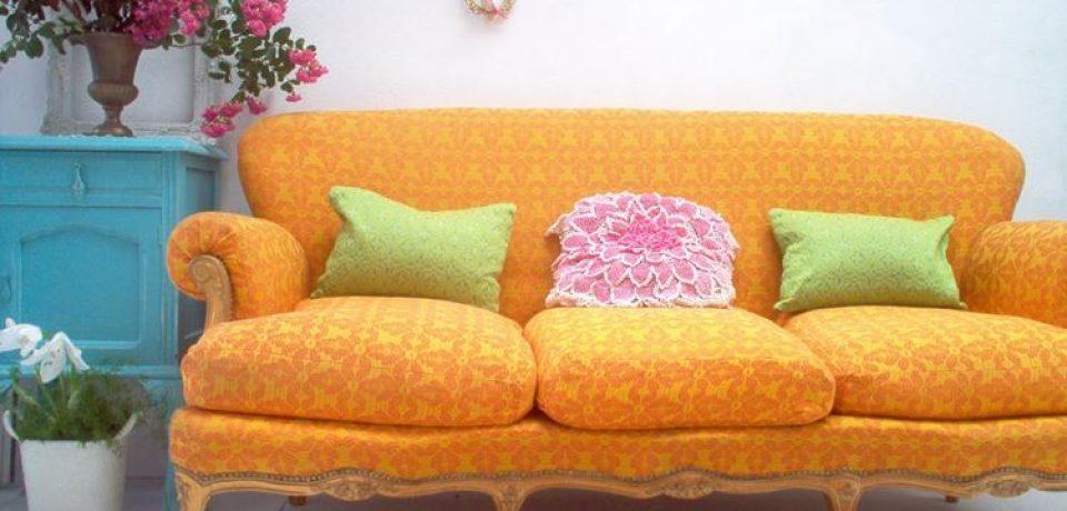 Жёлтый диван в интерьере: лимонная яркость и ванильная нежность