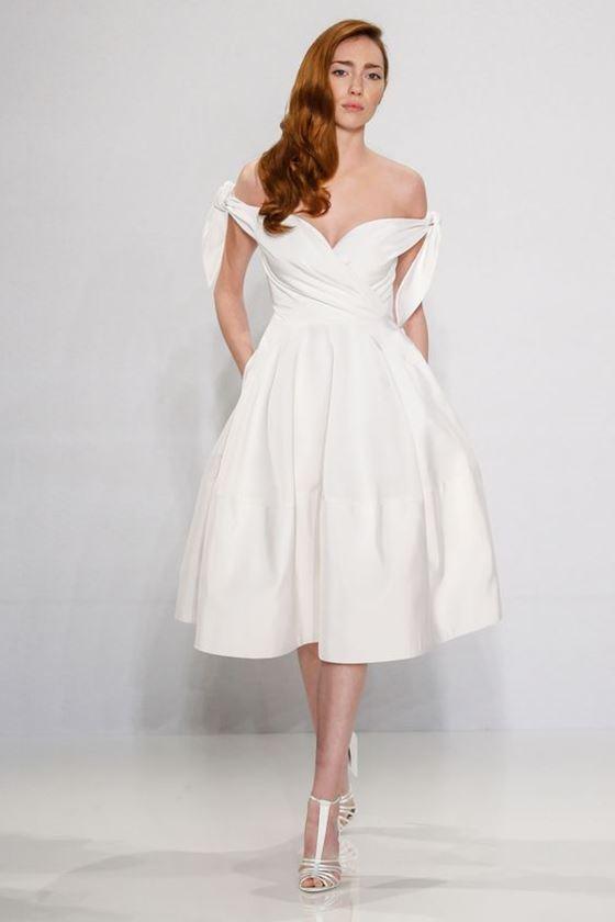 Короткие свадебные платья 2017-2018: открытые плечи и декольте