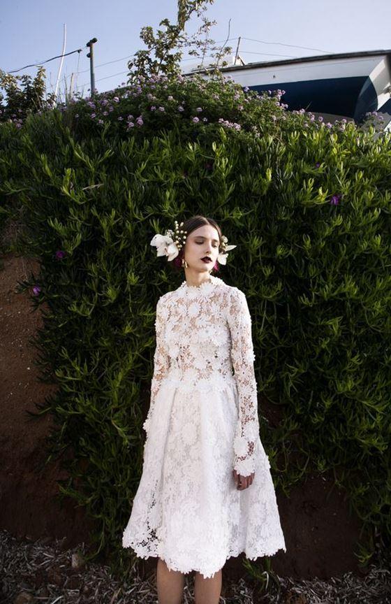 Короткие свадебные платья 2017-2018: кружевное с длинными рукавами