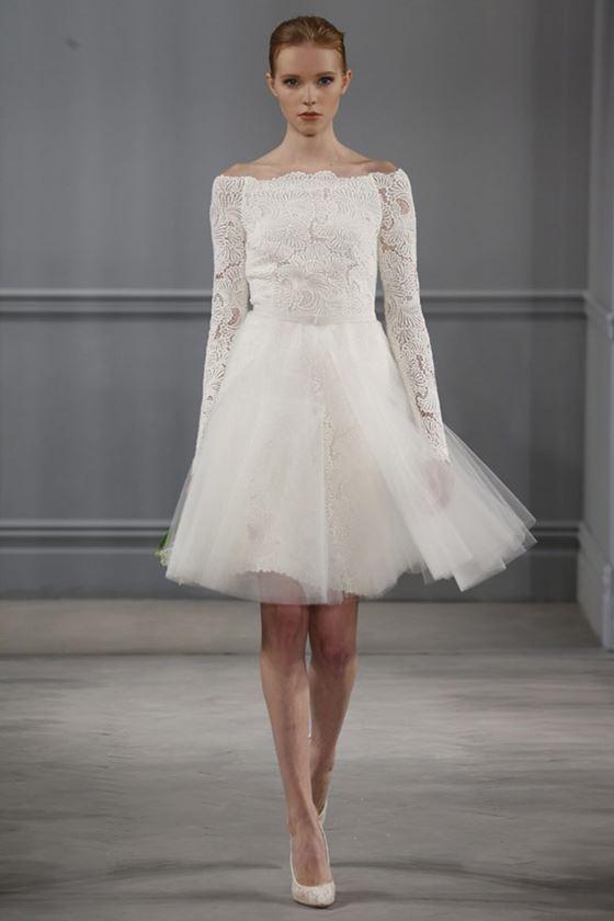 Короткие свадебные платья 2017-2018: вырез лодочкой и пышная тюлевая юбка