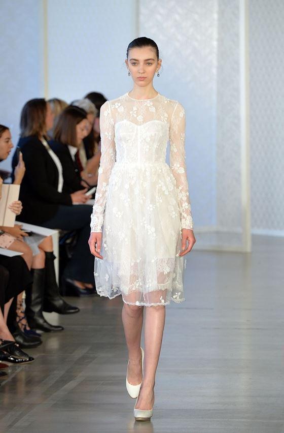 Короткие свадебные платья 2017-2018: двухслойное тюлевое с длинными рукавами