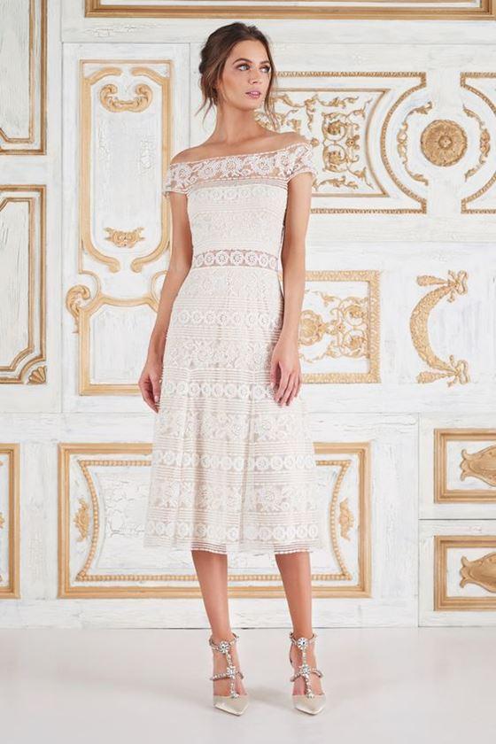 Короткие свадебные платья 2017-2018: чайная длина и кружевная ткань