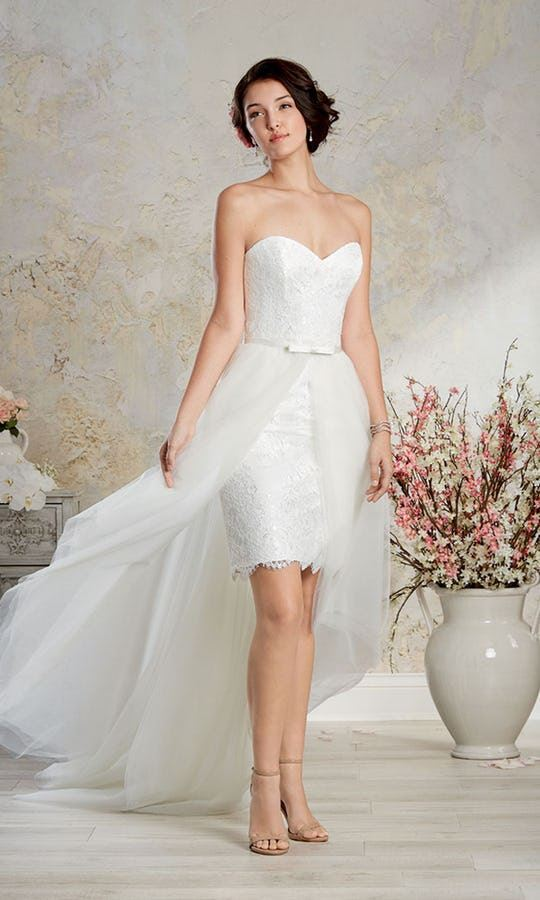 Короткие свадебные платья 2017-2018: кружевное бюстье с длинной верхней тюлевой юбкой