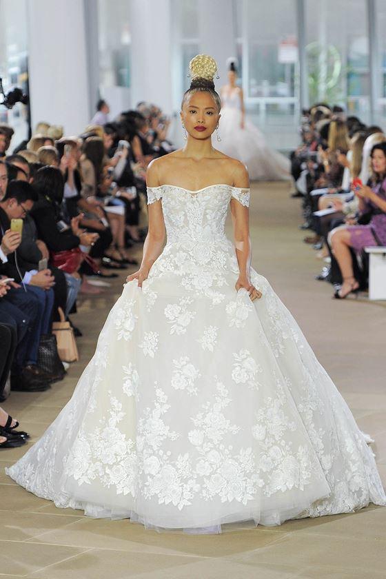Кружевные свадебные платья 2017-2018: пышная юбка и открытые плечи