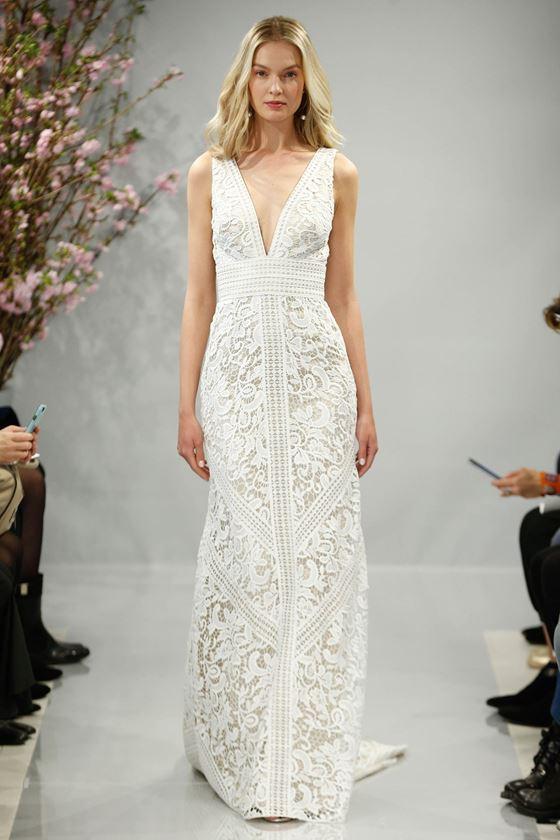 Кружевные свадебные платья 2017-2018: греческий стиль и глубокий вырез