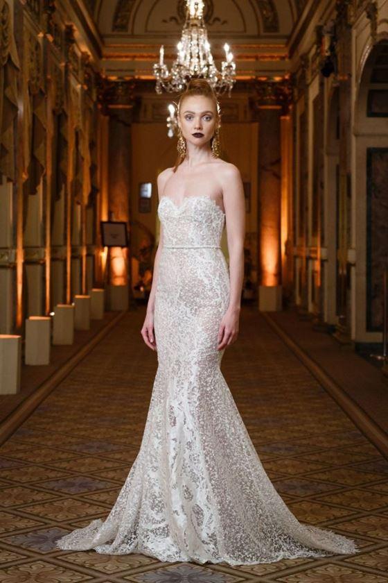 Кружевные свадебные платья 2017-2018: бюстье сердечком и шлейф русалка